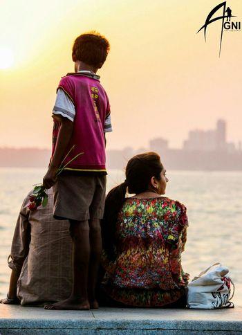 Sharing Love. . . Love Kid Marindrive Mumbai Story Photography Moments First Eyeem Photo Rose🌹