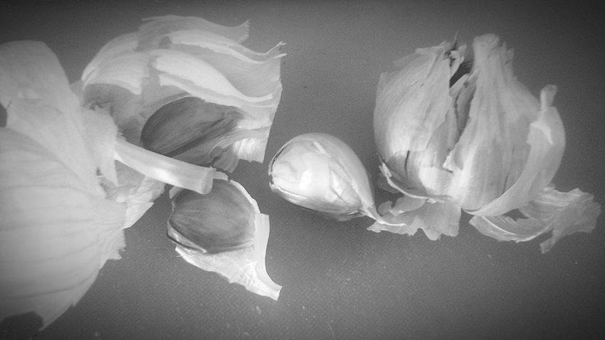 No People Garlic Bulbs EyeEm Best Shots Ajo EyeEmBestPics Backgrounds Studio Shot Black&white Black And White Photography Black And White Collection  Black And White Collection  Black And White Collection  Blanco Y Negro. Black & White Black And White Collection  Garlicbread Garlic Blanc Et Noir White Color