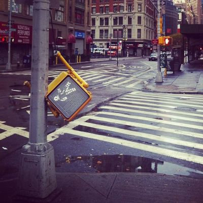 Hey look, I'm alive. So here's a lol photo of le apocalypse. Photos of the black out in Gramercy last night on pizzaperture.com - #superlol #sandy Sandy Superlol Notimpressed