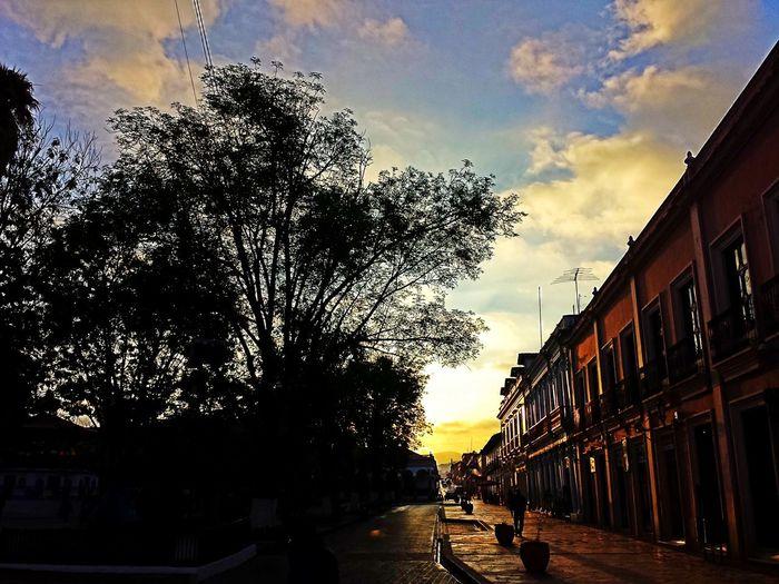 cuando la luz nos llega que placentero es disfrutar el dia de tu mano , magic moment of the love. Streetphotography Clouds And Sky Landscape Skyporn