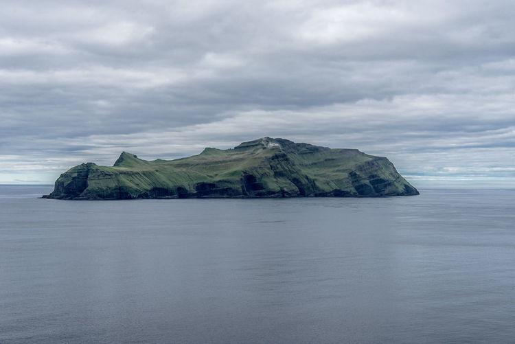 Blick von Gásadalur auf die Insel Mykines, Faroe Islands Nikon D810 Beauty In Nature Calm Cloud - Sky Cloudy Horizon Over Water Idyllic Island Mountain Nature Nikon 24-70/2,8 No People Ocean Outdoors Scenics Sea Seascape Sky Tranquil Scene Tranquility Water Waterfront Faroe Islands Färöer