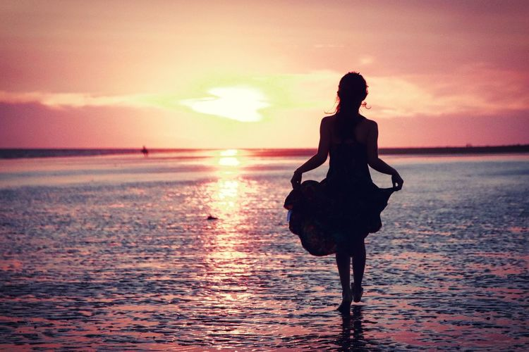 flamenco EyeEm Selects Water Sea Full Length Sunset Wave Beach Young Women Standing Silhouette Women Romantic Sky Atmospheric Mood Sunbeam Moody Sky Atmosphere Cloudscape Hiker Shining Sun Sky Only My Best Photo International Women's Day 2019 The Traveler - 2019 EyeEm Awards