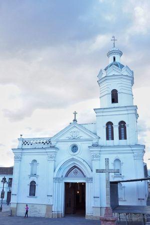 Historic center, Cuenca, Ecuador Architecture Building Exterior Cathedral Church Cuenca Cuenca, Ecuador Ecuador Façade History Place Of Worship Religion Sky