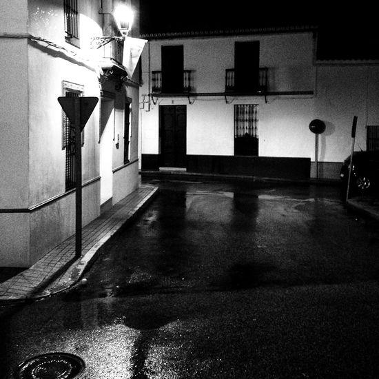 Anoche en Umbrete Streetphotography Black And White Blackandwhite Movilgrafias Streetphoto_bw Bw_collection Sevilla Urban Simple Moment