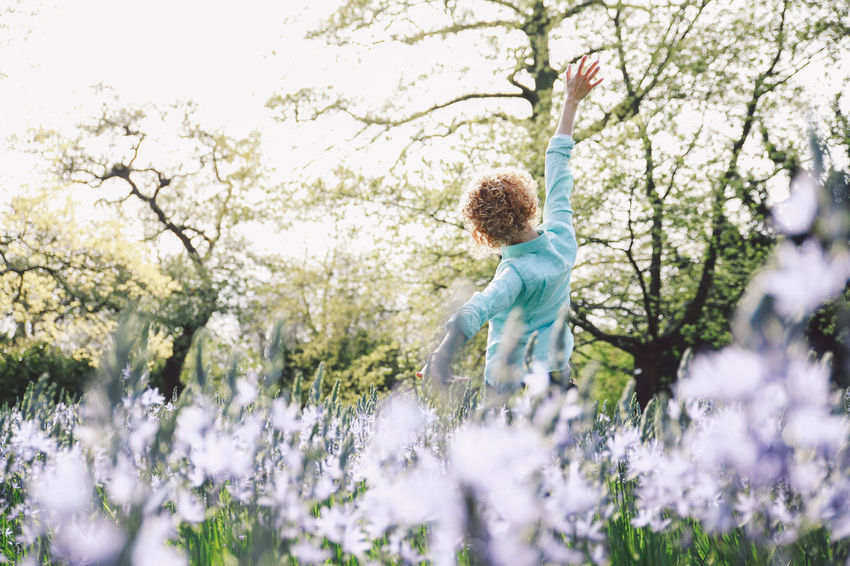 Blonde Blubells Blue Jeans Bluebell Boys Casual Clothing Childhood Curly Hair Cute People And Places Family Flower Focus On Foreground Full Length Girl Growth Leisure Activity Lifestyles Nature Nature Park Plant Shirt Spring Tree Breathing Space #FREIHEITBERLIN