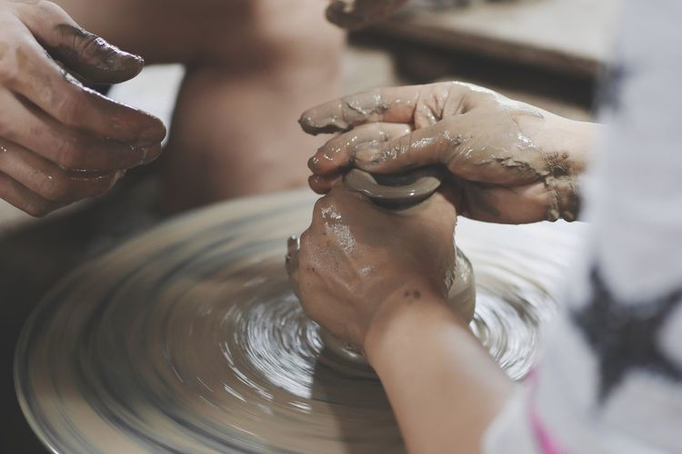Human Hand Working Men Clay Skill  Occupation Business Finance And Industry Water Preparation  Making Pottery Pot Sculptor Craft Wire Wool Spinning Mud Carving - Craft Activity Craft Product Bust  Molding A Shape Washing Hands Terracotta