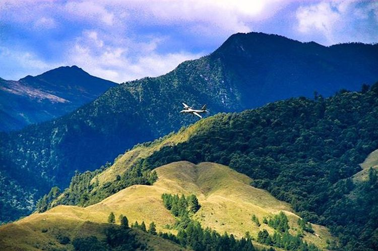 Menchukha is situated in a forested valley, surrounded by pine trees and thornbushes. Mechukaalso known asMenchukhais a small town nestled 6,000 feet (1,829m) above sea level in the Mechuka Valley inWest Siang DistrictofArunachal Pradesh, India. Menchuka ArunachalPradesh IndiaTrail Roadtrip India China Border Valley Airport Airforce Siang