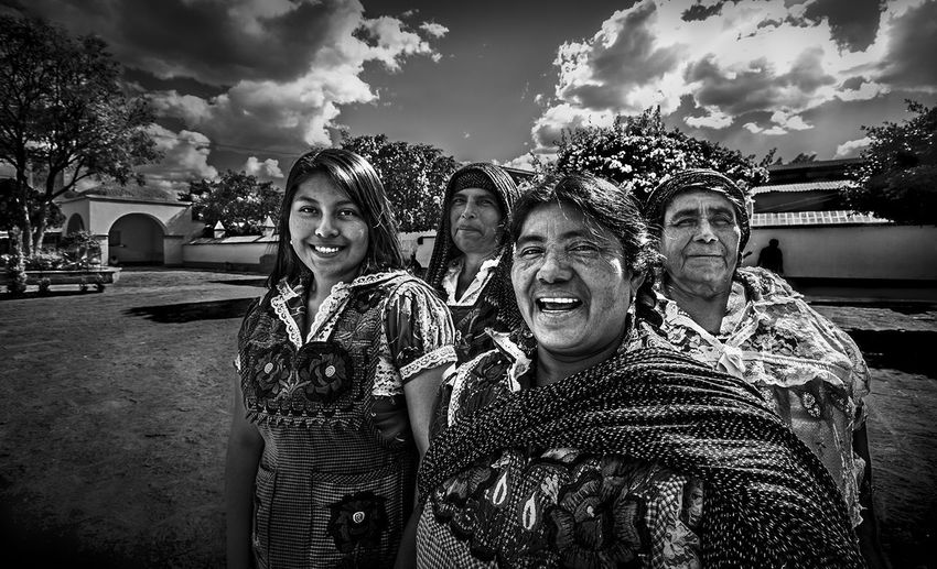 Market sunday Market Mercado Rebozo Architecture Beauty In Nature Bnw Cloud - Sky Clouds And Sky Emotion Group Of People Happiness Lifestyles Looking At Camera Portrait Real People Sky Smiling Standing Togetherness Waist Up Women