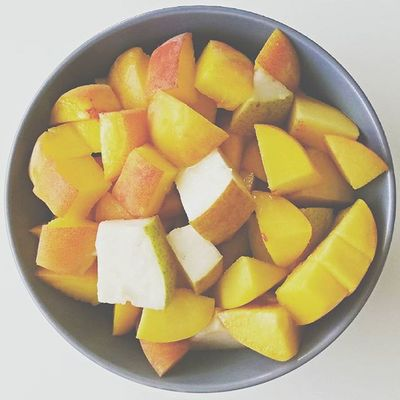 I omnomnom fruits Goodmorning Morning Breakfast Dinner Healthy Healthyfood Healthychoices Foodporn Foodphotography Photography Photo Photooftheday Picoftheday Instadaily Instameal Instapic Instapicture Instafood Abs Diet Skinny Fruits Fruitsalad Fruit Pear peach banana instadaily instagood