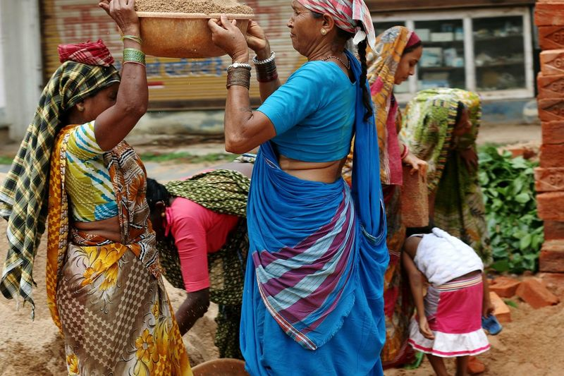 Cultures Traditional Clothing Outdoors Only Women Basket Women India Indian Indian Clothes Indian Clothing Women Around The World Workers At Work Working Woman Worker Woman Working Hardwork Hard Working Team Hard Working Women Business Stories