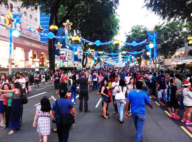 Festive Mood strolls City Life Cityscape Crowded Festive Crowds Festive Season Shopping Shopping Center Shopping Time Feel The Journey Original Experiences People Together
