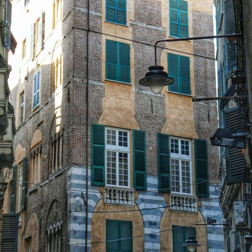 """Dettagli dal Centro Storico"" a Genova Vicoli Alleys Historical Buildings Historical Center Facades Old Buildings Architecture Palaces I Love My City"