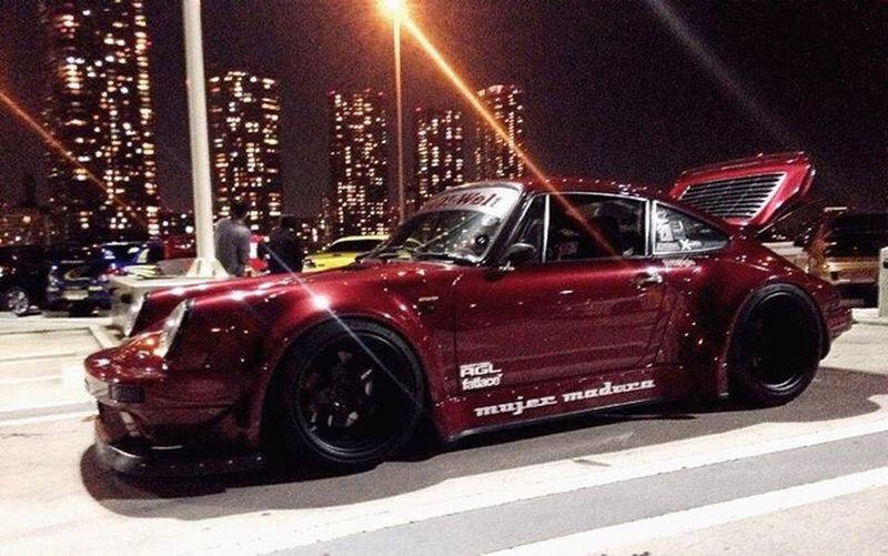 Porsche 911 Night FOLLOW MaxVaury