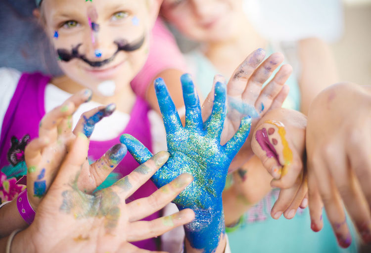 Children's Art Hands Hands At Work Kids Face Paint Facepainting Facepaintingfun Females Friendship Group Of People Happiness Human Hand Kids Art Lifestyles Painting People Play Playful Smiling Togetherness