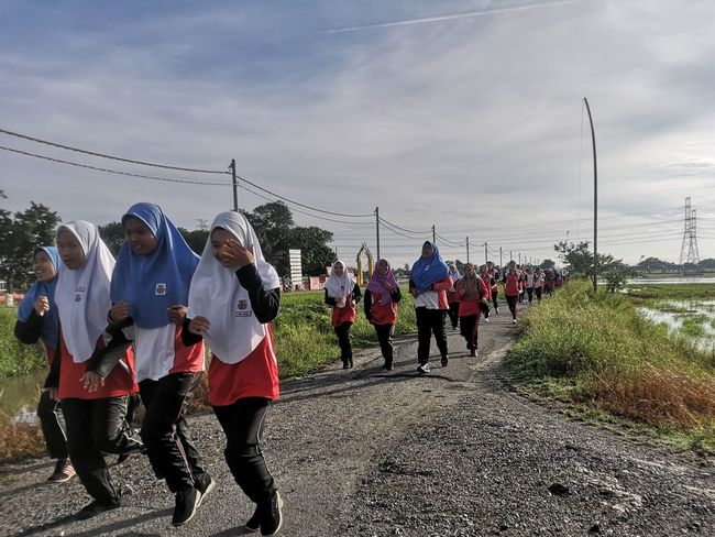 Malaysia National Sports Day (School Level) Run along the paddy fields.. P20 Pro P20pro P20prophotography HSN Paddy Field Fun Run Sports Team Sportsman Togetherness Headwear Men Sports Clothing Sport Sky Cloud - Sky