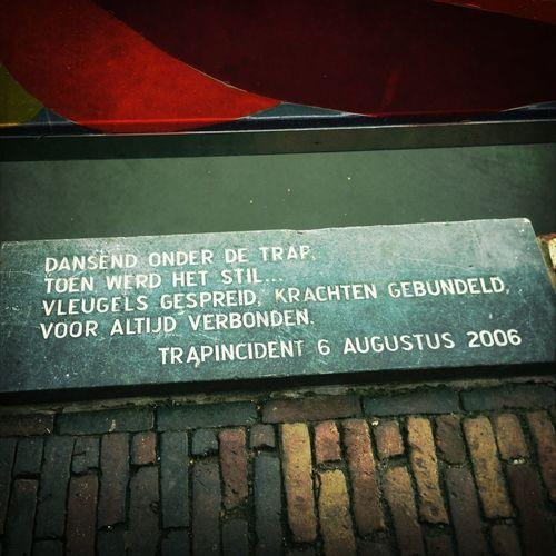 Indrukwekkend: monument trapincident 2006. Ik zie het voor 't eerst