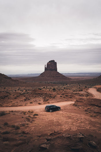 Road-trip offroad adventure in Monument Valley, Utah Indian Indian Culture  Monument Valley Monument Valley,Utah USA Road Road Trip! Travel Adventures USA Utah Adventure America Black Car Car Car And Nature Car In Nature Car Travel Navajo Offroad Outdoors Red Rocks  Red Stone Red Stones Road Travel Road Trip Tourisum Summer Road Tripping The Traveler - 2018 EyeEm Awards