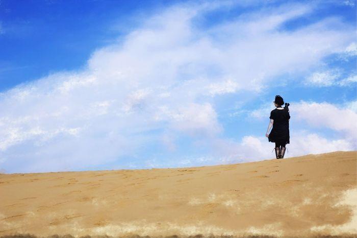 The Traveler - 2015 EyeEm Awards Minimalism EyeEm Best Shots Sand Dunes 鳥取砂丘 Clouds And Sky
