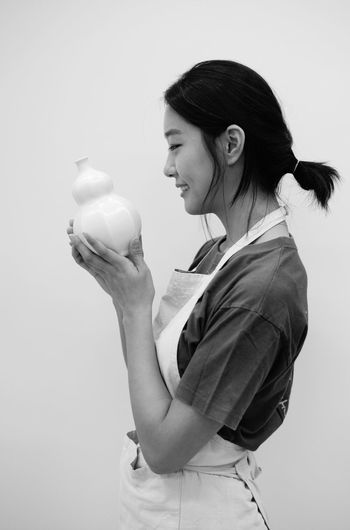 Milk Three Quarter Length Young Women Holding Lifestyles Drinking Drink Young Adult One Person Women Only Women Adults Only Day Adult People Girl Ceramic Hasselblad Bw Leica Modern Korea