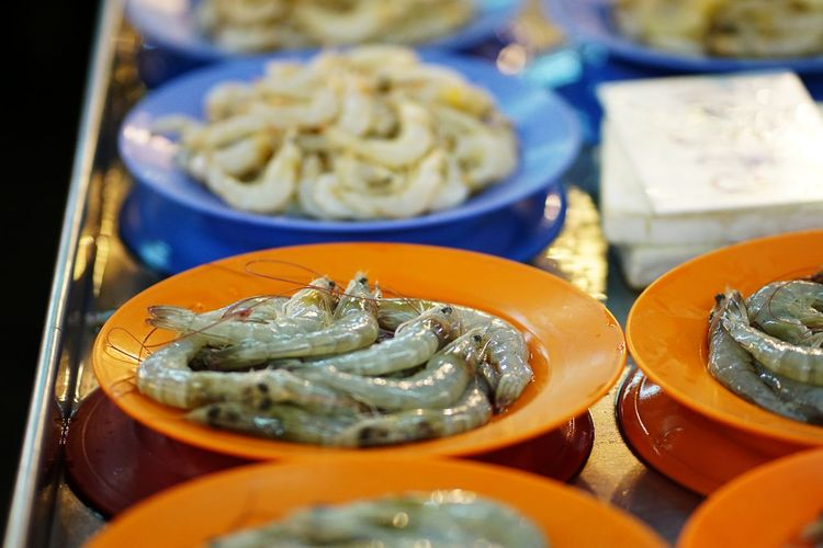 Streetphotography Wetmarket Wetmarketscene Shrimps Plate Orange Color City Market Seafood Business Finance And Industry Close-up Food And Drink Fish Market For Sale Display Stall Farmer Market Street Market Retail Display Shop Raw Shrimp Various Fishes