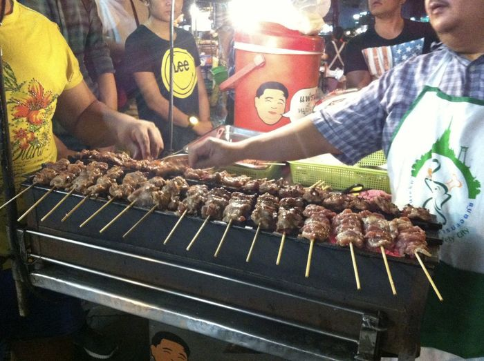 Roasted Pork Skewers 焼き豚 is one of the popular street foods in Bangkok. This vendor is the legend. Delicious ♡ Skewer Adult Barbecue Delicious Food Food And Drink Freshness Grilled Group Of People Market Meat Men Midsection Night Occupation People Preparation  Real People Retail  Street Food Street Photography Temptation Vendor 焼き豚