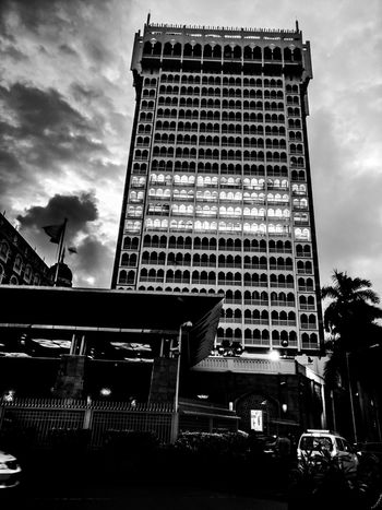 Architecture Built Structure Low Angle View Building Exterior Sky Outdoors Travel Destinations City Mobilephotography Mumbai Eyeemphotography Thetajmahalhotel Blacknwhite Shotononeplus3t Placetovisit Hopeulikeit Likeforlikes Likeforfollow