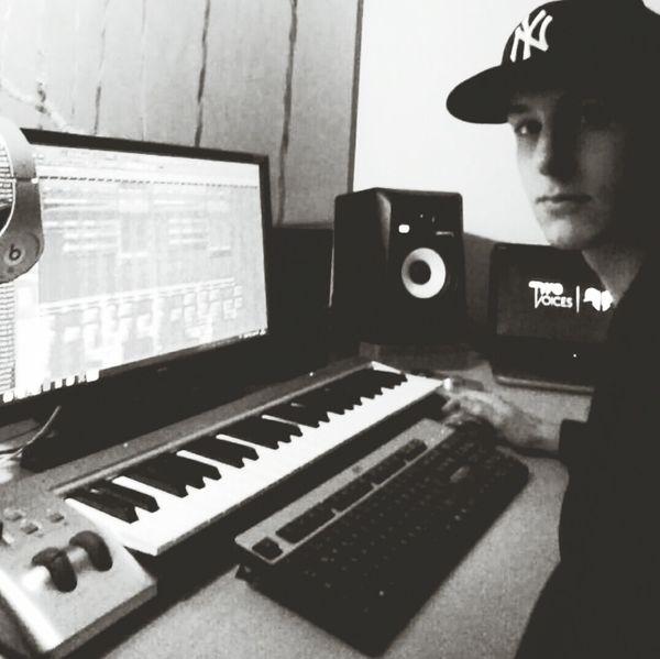 Producer Progressivehouse TwoVoicesofficial Studio Time  Edm Electrohouse