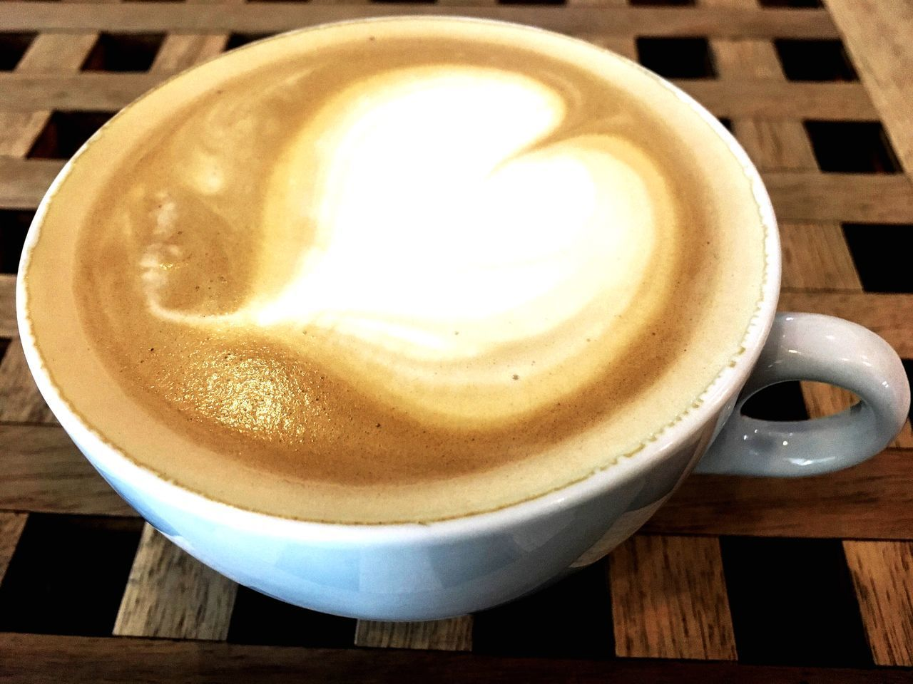 CLOSE-UP OF CAPPUCCINO IN CUP ON TABLE