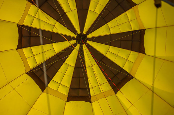 Heißluftballonhülle von innen - hot air balloon from the inside Heißluftballon Abenteuer Adventure Built Structure Close-up Day Full Frame Hot Air Balloon Indoors  Inside Photography Low Angle View No People Sky Yellow Paint The Town Yellow The Week On EyeEm EyeEmNewHere Hofis Premium Collection Best Shots Hofi