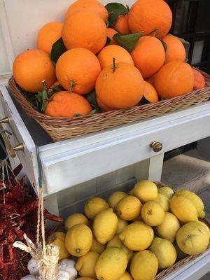 Citrus fruit, Palma, Jan 2018 Fruit Orange - Fruit Freshness Healthy Eating For Sale Citrus Fruit Food Stories Market Market Stall Food Orange Color Variation Choice Food Stories