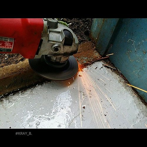 Removing a pig iron frame equals fun with angle grinders!!! Jaystearnsforthewin Lovemesomemanualwork Middleborough Instafun picoftheday photooftheday note3 nofilter