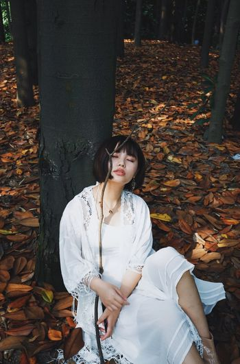 One Person Leisure Activity Real People Autumn Three Quarter Length Leaf Plant Part Young Adult Change Lifestyles Front View Sitting Young Women Casual Clothing Nature Tree Day Women Land Hairstyle Peoplephotography People Photography People Of EyeEm Girl This Is My Skin