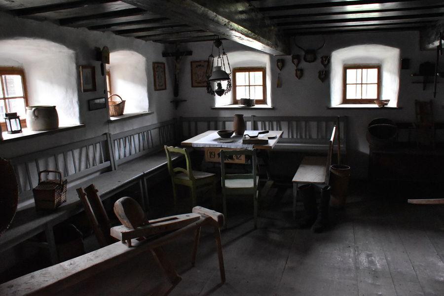 1900 1900's Handwerkszeug Chair Day Domestic Room Handwerk Indoors  No People Shelf Table Trade Vintage