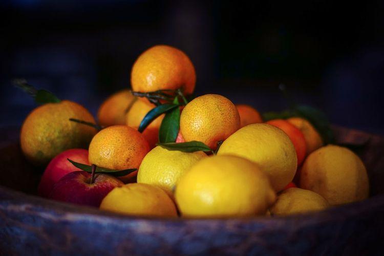Close-up of oranges in bowl