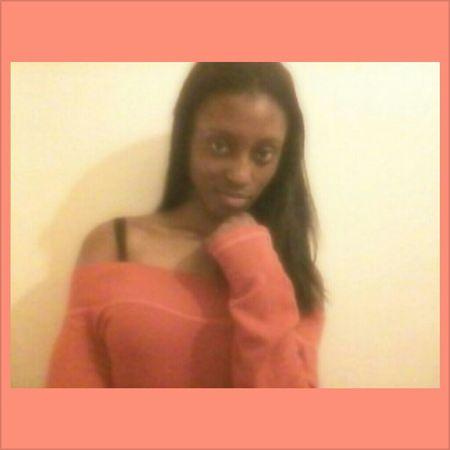 Sitting Pretty Model Status Ohhlala