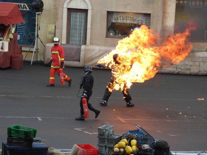 Cascadeur Homme En Feu pompiers Studio Disney