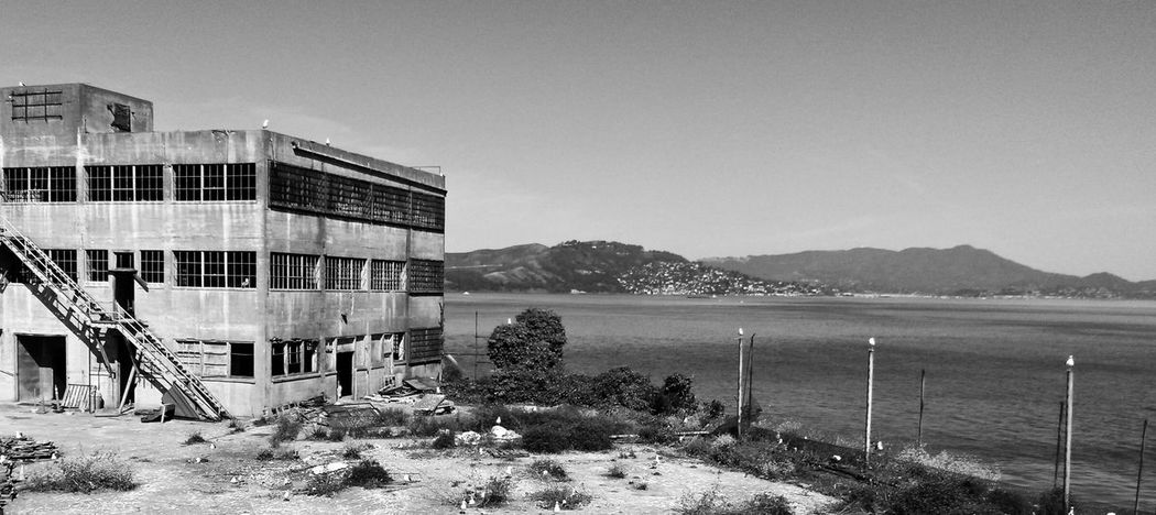 Alcatraz San Francisco - Alcatraz San Francisco USA United States History Travel Travelphotography Travel Photography Smartphonephotography Mobilephotography Mobilephoto Smartphotographie Mobile Photography Smartphoneography Smartphone Photography Smartphone Photos Blackandwhite Black & White Past Prison Prison Island Abandoned Abandoned Buildings