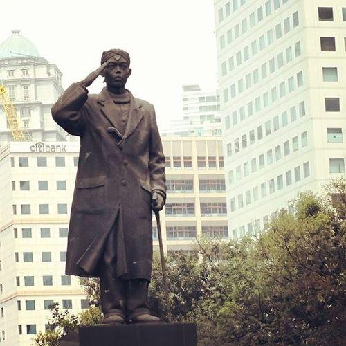 Salute up! Great General Soedirman. Nationalhero Statue Jakarta Soedirman City Bigcity Building Nice Good Photooftheday