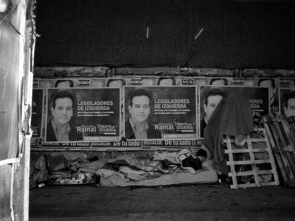 Buenos Aires, Arg. 2015. ©Gustavo Mondragon ©La Calle Foto Streetphotographers Streettravel Streetphoto_bw Lacallefoto Latinstreetcollective Latinstreetphoto Bsas Homeless Politics Streetphotography