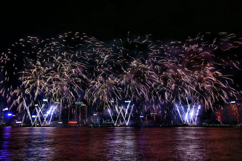 大年初二維港煙花演 Learn & Shoot: After Dark Night Lights Fireworks Fireworks! Fireworks In The Sky Fireworksphotography Firework🎆 Chinese New Year EyeEm Best Shots EyeEm Masterclass Cityscapes EyeEm Gallery Victoria Harbour Light And Shadow Night Photography Hong Kong