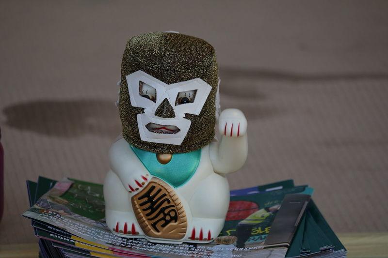 Maneki-neko Cat Focus On Foreground Glücksbringer Glückskatze Indoors  Japan Katze Maneki-neko Manekineko Wink Wink ;)  Winkekatze Winking