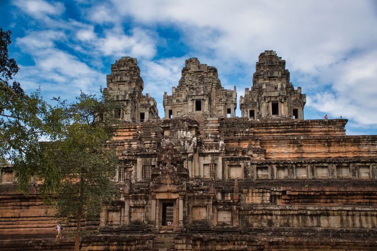 Phimeanakas temple among the ancient ruins of angkor wat hindu temple complex in siem reap, cambodia