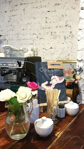 Indoors  Food Food And Drink Luxury Gourmet Occupation No People Freshness Day Coffee Roses Still Life Lifestyle Bar Cafe Restaraunt Workplace Backgrounds Texture Brick Wall Brick Texture