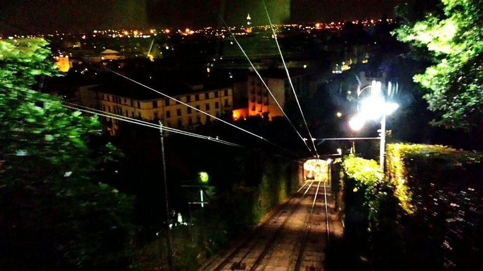 Salendo in Città Alta BG Bergamo Bergamoalta Relaxing Night Photography Notte Romantic Enjoying Life Estate Funicolare