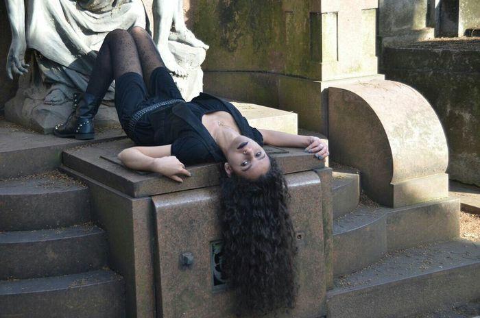 Rock you like a Hurricane ! 👌💙💄👑 Nikonphotography Cemetery Photography Bymyboyfriend Rock Beautiful ♥ Gotica Dark Model Angel Longhair♥