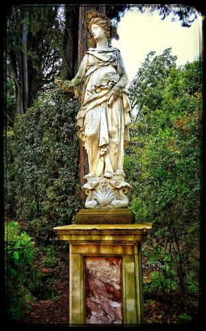 """Tending the Garden"" Boboli - Firenze Boboli Garden Boboli Boboligardens Firenze Florence Italy Italia Photobydperry Statue Garden Garden Photography"