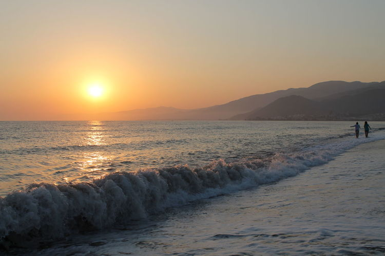 EyeEm Nature Lover Sonnenuntergang Beach Beauty In Nature Clear Sky Day Fotografia Horizon Over Water Huzur♥ Mountain Nature Outdoors Real People Relax Sand Scenics Sea Sky Sun Sunset Tranquil Scene Tranquility Vacations Water Wave