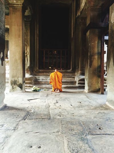 Monk in Angkor Wat Taking Pictures Taking Photos Enjoying Life Check This Out Untold Stories Check This Out Monks Temple Buda Traveling Capture The Moment