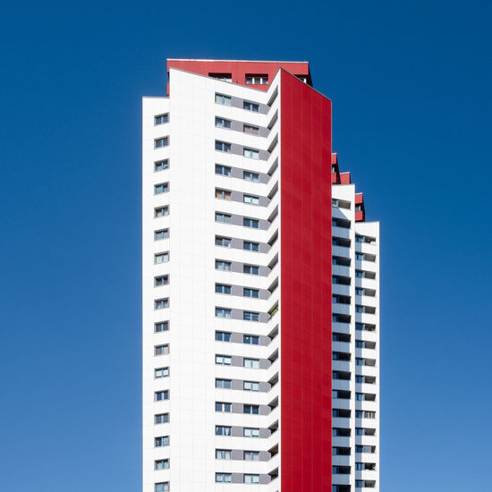 Archiview Architecture Day Ralfpollack_fotografie Fujix_berlin Minimalist Photography  Minimalism Building Exterior Built Structure Blue Sky Clear Sky Building No People City Red Low Angle View Tall - High Apartment Outdoors
