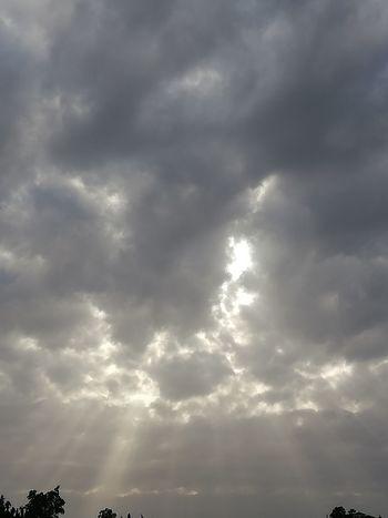 Perhaps Storm Cloud Backgrounds Sky Only Dramatic Sky Sky Cloud - Sky Streaming Sunbeam Atmospheric Mood